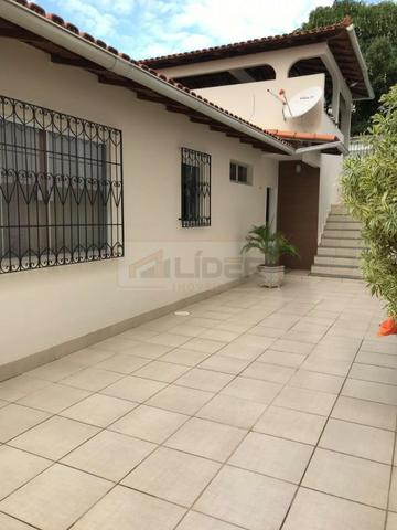 Casa com Ampla Área Sobre Dois Lotes (Esquina) - Foto 11