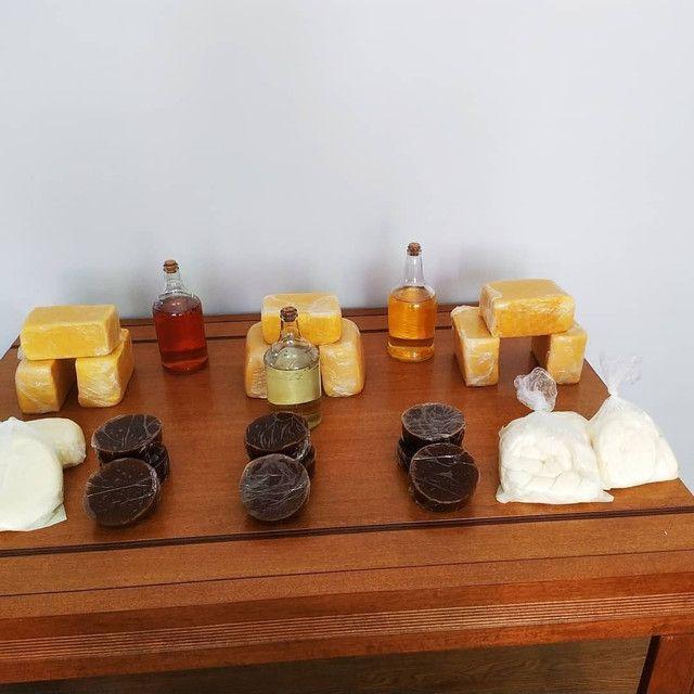 Queijos cozidos, requeijão de barra, trancinha cozida e geleia de mocotó. - Foto 3