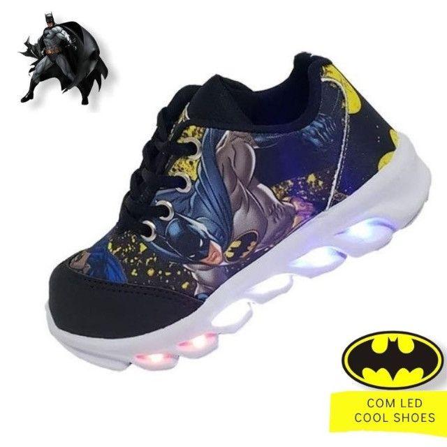 Tênis infantil com luzes de led do Batman - Foto 2