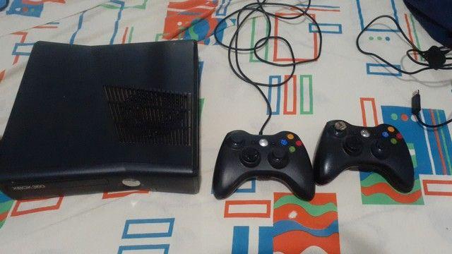 Vende - se Xbox 360 desbloqueado dois controles 29 jogo mais informação chamar no pv - Foto 3