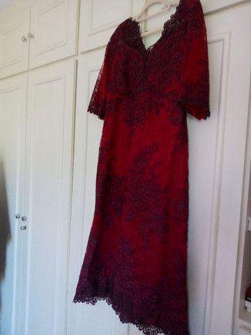 Vestido de festa longuete de renda vermelho escuro - Foto 4