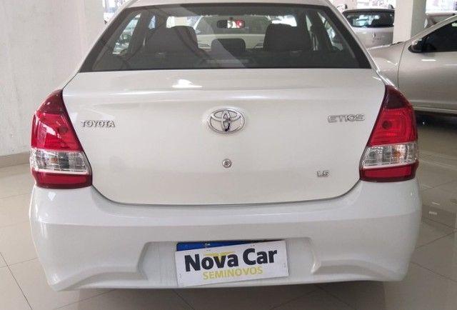 Toyota Etios Xplus Sedan Aut - Foto 7