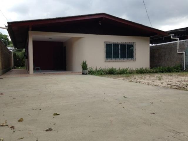 Casa no Aleixo, com 4 quartos, terreno 20x40 Grande, Boa pra Empresa
