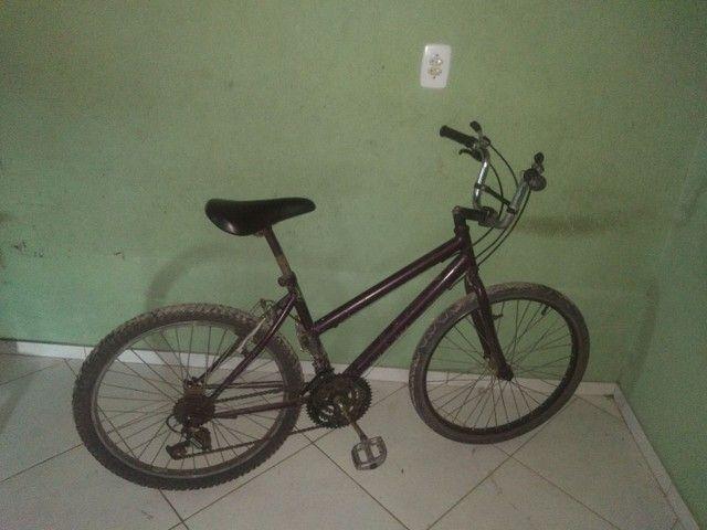 Vendo bicicleta aro 24 as macha tá funcionando , precisa só dá uma regulada