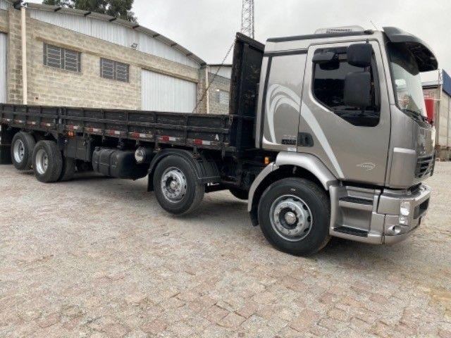Volvo Vm 260 ano:11/11,cinza,bi-truck 8x2,com carroceria de 9 mts,ótimo estado - Foto 4