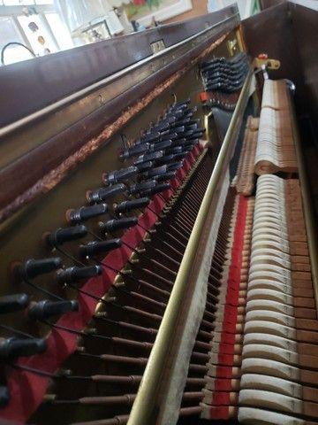 Piano Marca KLANGWERT. 100% Revisado e Restaurado. Afinado em 440 HZ. Acompanha banqueta. - Foto 3