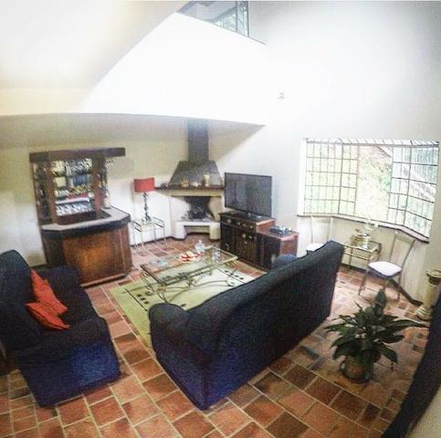 Casa em Condomínio- Itaipava-Com 3 Quartos -Cercada pela Natureza Exuberante