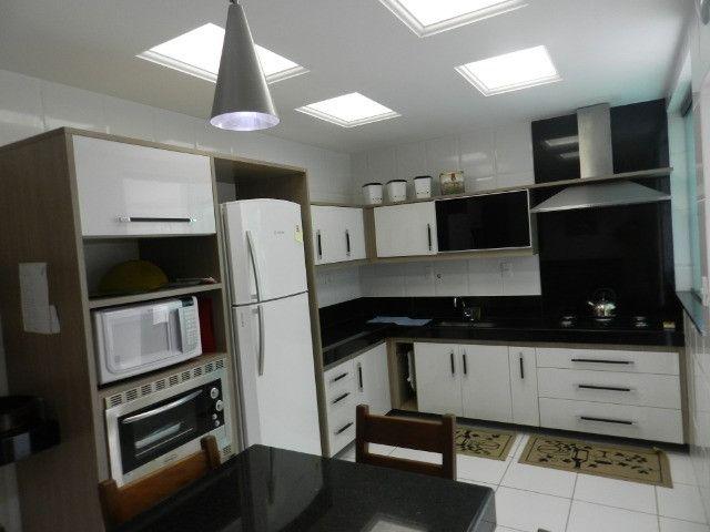 Apartamento de 4 dormitórios( 1 suíte com terraço ), mobiliado, com 2 vagas de garagem - Foto 18