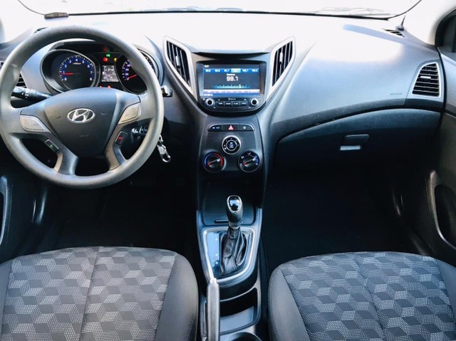 Hyundai Hb20 Comfort Plus 1.6 automático 2017 57 mil km - Foto 5