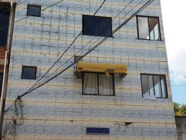 Apartamento 03Qs-2º andar, varanda, garagem coberta -frente de rua-bairro caminho de areia