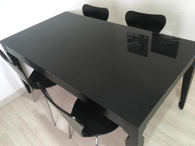 mesa de jantar preta com vidro cristal temperado e 4