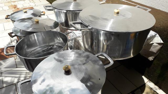 Panela GRANDE de alumínio batido - Foto 4