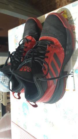 Vendo Tênis Adidas pra Basquetebol