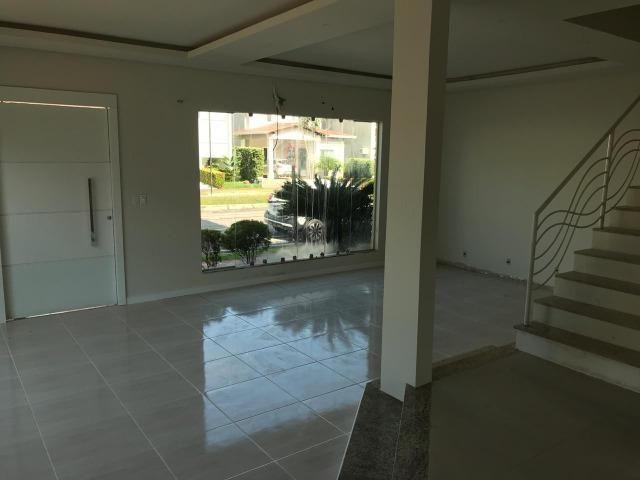 Vende-se Magnifica Casa no Cond. Villa Firenze com 4 suítes, 3 vagas