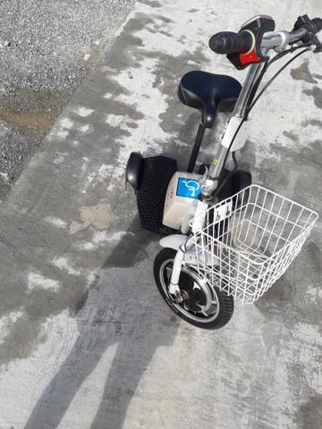 Triciclo elétrico com carregador