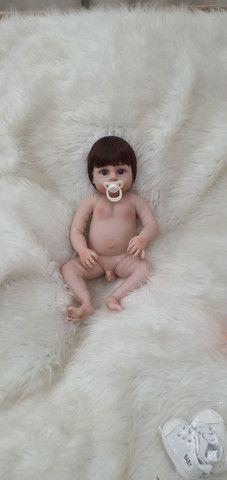 Lindo bebê reborn menino siliconado com enxoval luxo.  - Foto 6