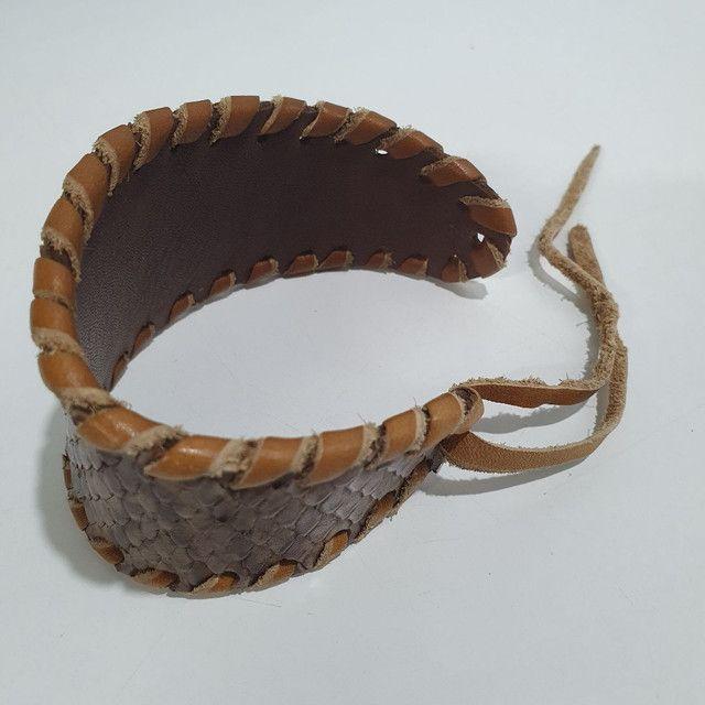 Pulseira Bracelete couro python artesanato hippie  - Foto 3