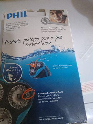 2 objetos uma máquina de corta cabelo wAHL e uma máquina de barbear Philips seme nova - Foto 5