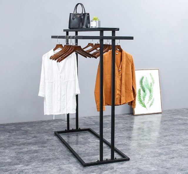 Cabideiro   Expositor de roupas e acessórios