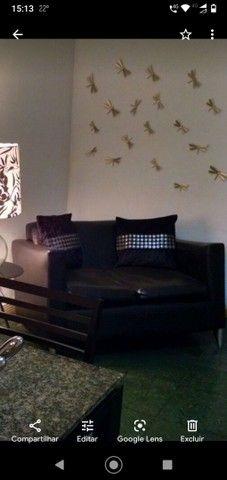 Sofá de couro dois lugares preto. Excelente