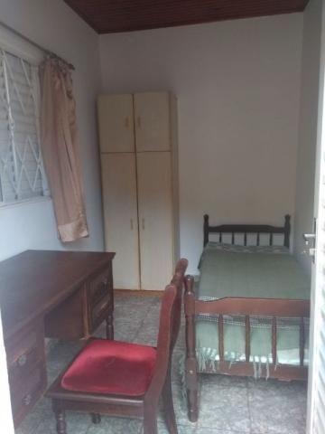 Aluga-se quarto mobiliado para estudantes