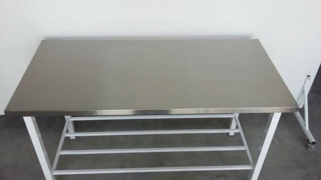 Mesa com pés epox em diversas medidas
