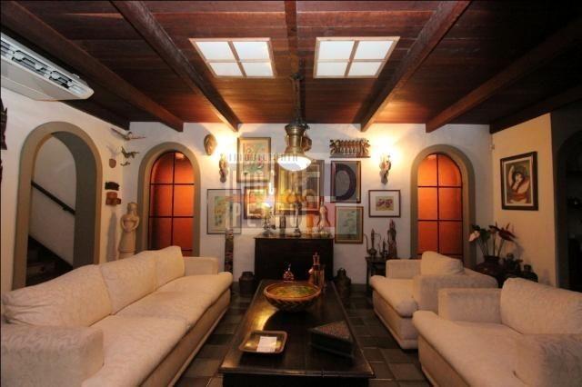 [A807] Casa com 5 quartos, sala para 4 ambientes, 361 m² de área construída - Foto 19