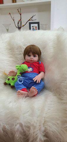 Lindo bebê reborn menino siliconado com enxoval luxo.  - Foto 3