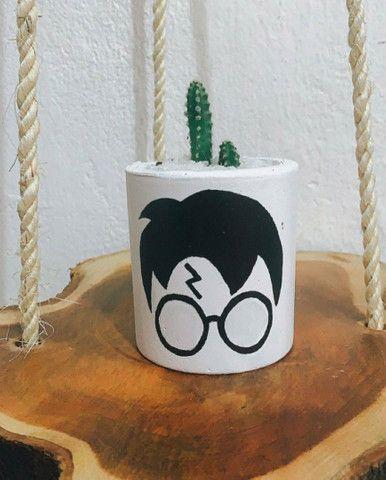 Cacto com vasinho inspirado em Harry Potter