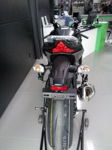 Kawasaki ZX-10R Preta 2020 - Foto 5