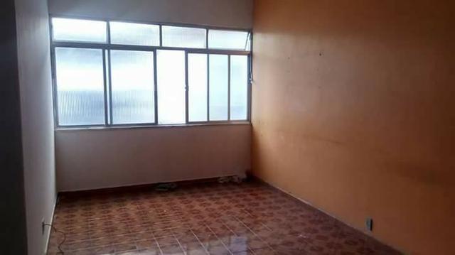 Apartamento, Largo do Bicão, 2 quartos e banheiro de empregada