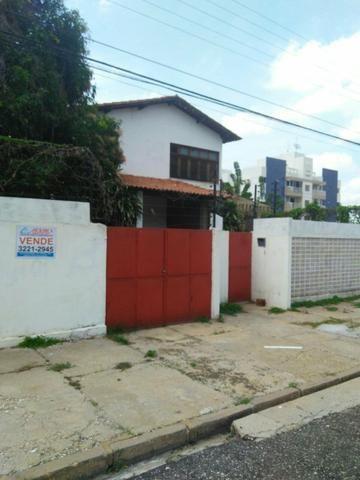 Casa à venda na rua Napoleão Lima