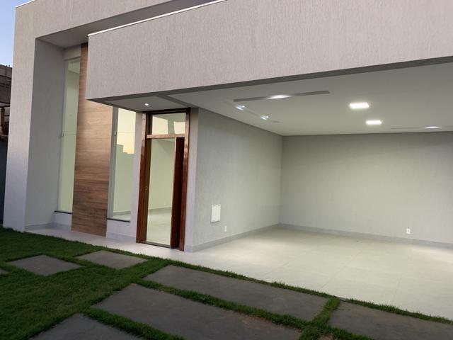 Jander Bons Negócios vende casa de 3 suítes no CABV, aceita financiamento