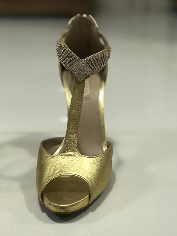 e25205906 Sandália de festa Dourada Arezzo 35 - Roupas e calçados - Caçari ...