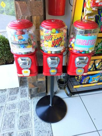 Kit 3 Máquina de Bolinha + Pedestal + Pokemon+ chicletes+ Bolinha Pula Pula só montar