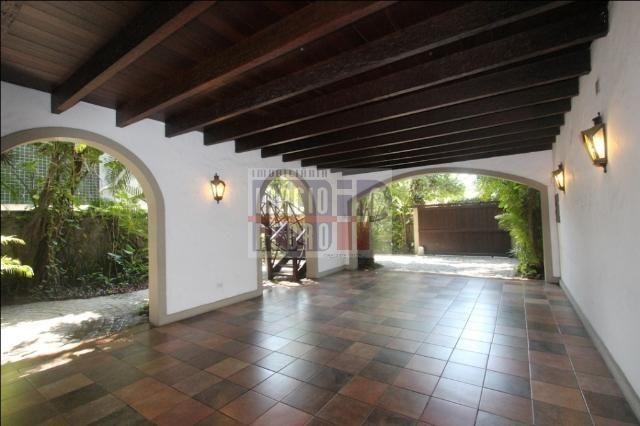 [A807] Casa com 5 quartos, sala para 4 ambientes, 361 m² de área construída - Foto 8