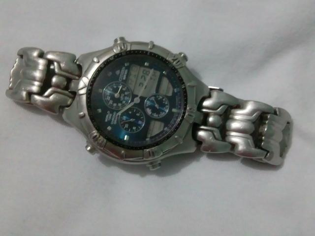 bf3a3bd8040 Relógio Citizen horário Mundial - Bijouterias