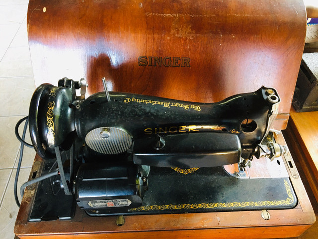 Máquina de Costura Singer Antiga Importada. Lindíssima!