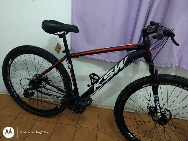 Bicicleta aro 29 KSW 21 marchas Praticamente Nova - Foto 4