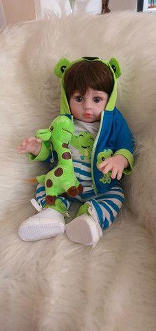 Lindo bebê reborn menino siliconado com enxoval luxo.  - Foto 2