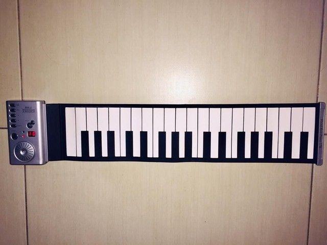 Piano musical flexível eletrônico