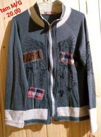 Jaquetas e blusas