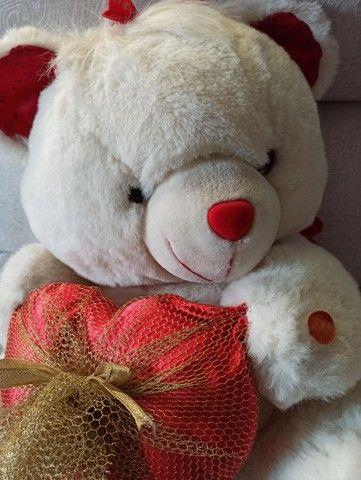 Urso de pelúcia semi novo lindo para presentear - Foto 2