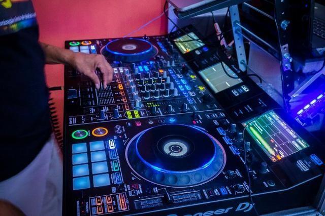 DJ - Aluguel de Equipamentos de Som e Iluminação (com ou sem DJ) para sua festa ou evento - Foto 3