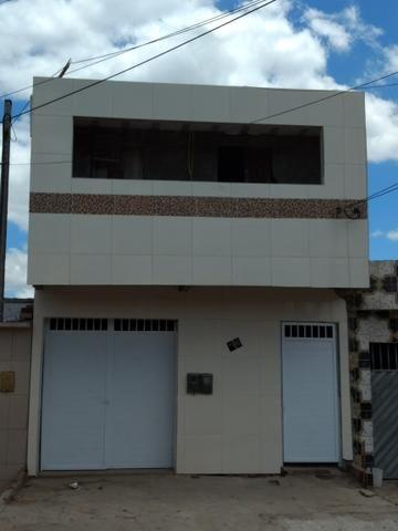 Vende-se uma casa com primeiro andar os dois construído para morar