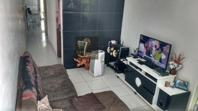 Casa com 3 quartos, quintal, garagem e uma ampla área de 130 m² no Cordeiro