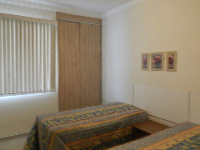 Apartamento de 4 dormitórios( 1 suíte com terraço ), mobiliado, com 2 vagas de garagem - Foto 10