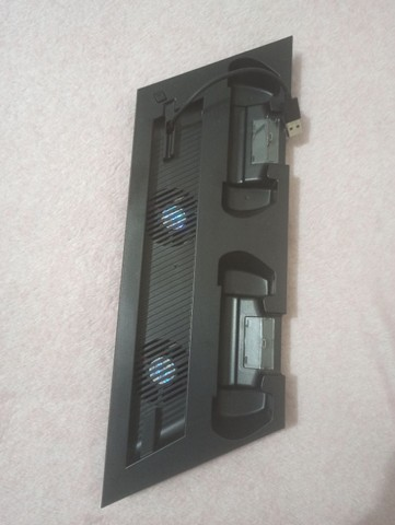 PS4 1TB +CONTROLES E BASE DE RESFRIAMENTO - Foto 2