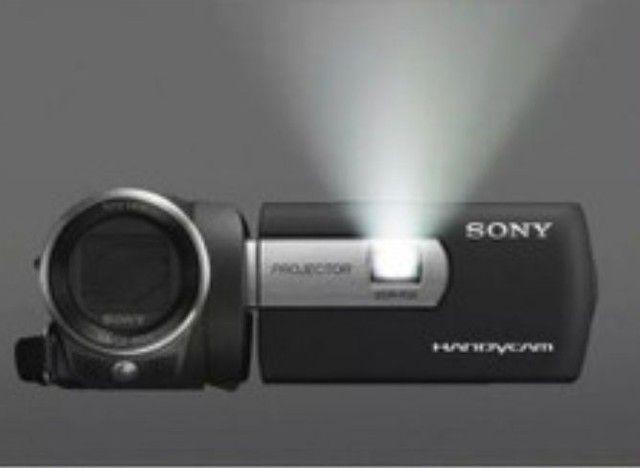 Filmadora Sony com projetor embutido