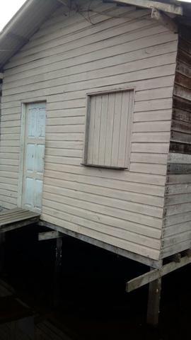 Vendo uma casa e um terreino